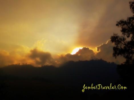 Sunset di Taman Nasional Bromo Tengger Semeru
