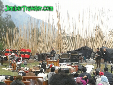 Tahes Komez Band