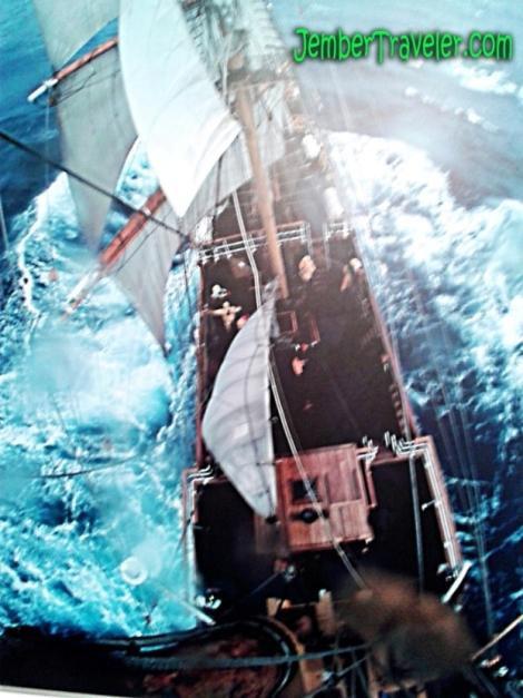 Hasil fotografi dari atas kapal
