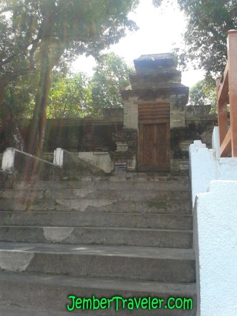 Gerbang Pintu Masuk ke Makam Sultan Agung yang tergembok