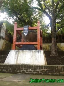 Tempayan pemberian dari Kerajaan Sriwijaya (Palembang)