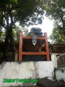 Tempayan pemberian dari Kerajaan Samudra Pasai (Aceh)