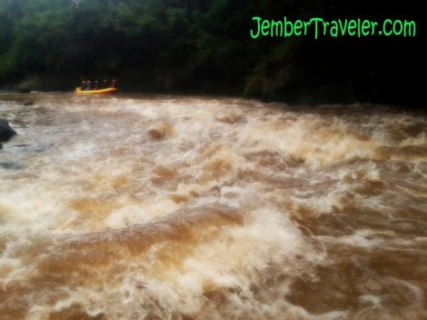 Woww Arus Sungainya Ganas :D