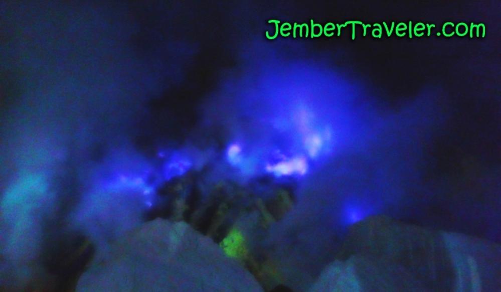 Api Biru Kawah Ijen - Kawasan Wisata Internasional yang Eksotis (1/6)