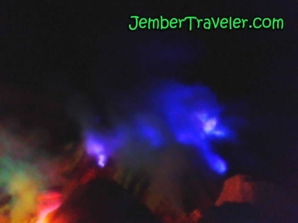 Api Biru Kawah Ijen - Kawasan Wisata Internasional yang Eksotis (2/6)