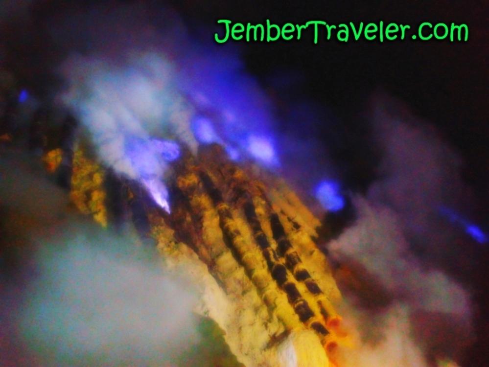 Api Biru Kawah Ijen - Kawasan Wisata Internasional yang Eksotis (3/6)