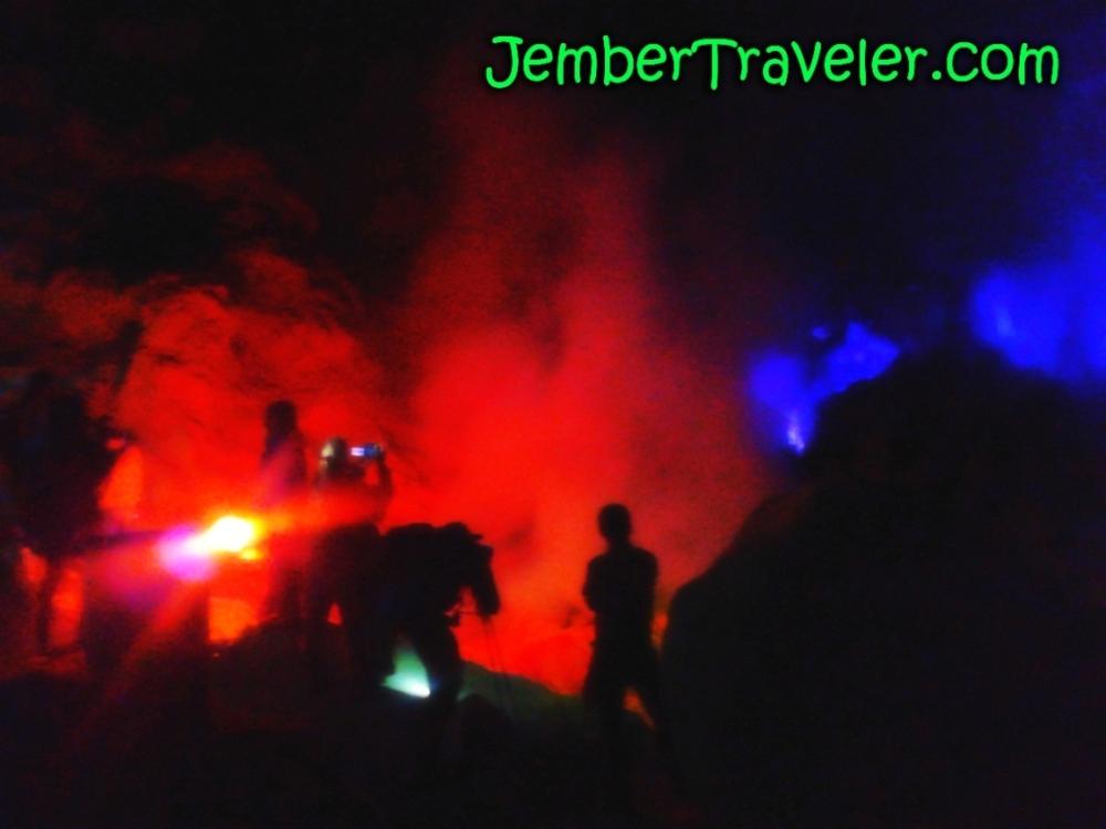 Api Biru Kawah Ijen - Kawasan Wisata Internasional yang Eksotis (4/6)