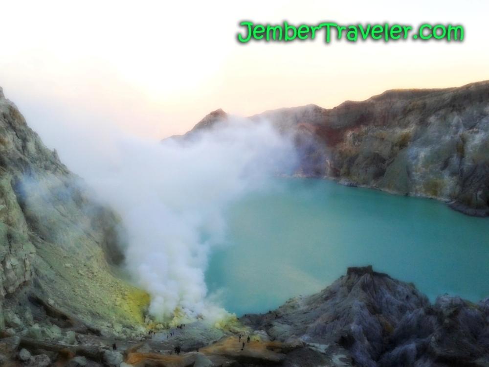 Api Biru Kawah Ijen - Kawasan Wisata Internasional yang Eksotis (6/6)
