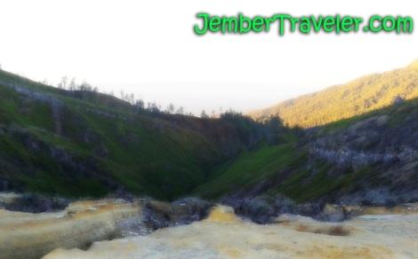 Puncak Gunung Ijen (Baca: motretnya)