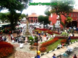 Suasana Taman di depan Christ Church Melaka