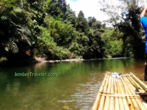 Air Sungai yang Jernih