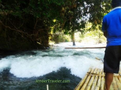 Arus Sungai yang Deras
