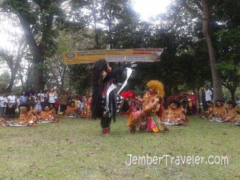 Pertunjukan tari tradisional