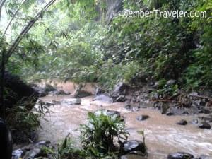 Sungai yang sudah terbentuk dari air terjun