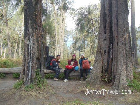Istirahat sejenak di Jambangan