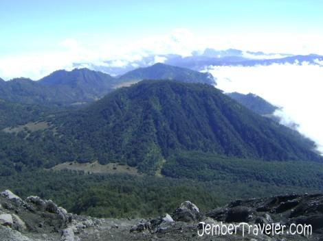 Gugusan dataran tinggi terlihat dari Puncak Mahameru