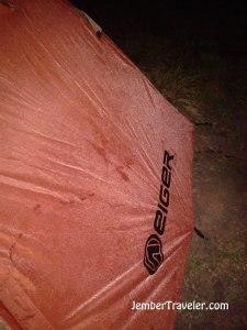 Kabut dingin pun menyerang tendaku
