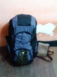 Bukan backpack saya, tapi saya yang manggul. Beraaattttt!!!