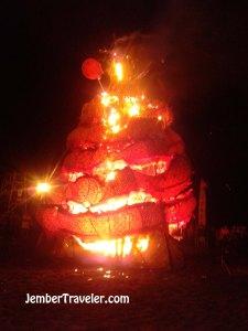 Pembakaran Liong
