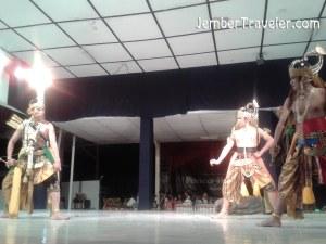 Arjuna dan Resi Padya berdebat