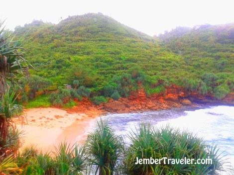 Pantai Timang dengan ombak yang kencang