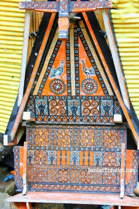 Tandu dengan simbol khas Suku Toraja