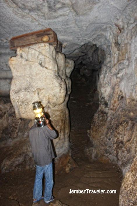 Menuntun ke gua kubur