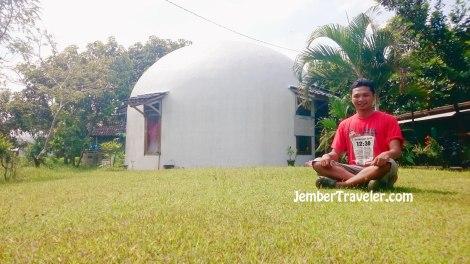 Penampakan luar rumah dome