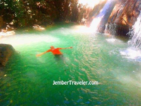 Menyenangkan menikmati air yang segar