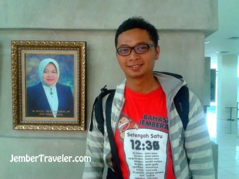 Bingkai foto Walikota Ibu Risma