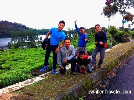 Andre, Aaron, Eko, dan dua mahasiswa dari Malang