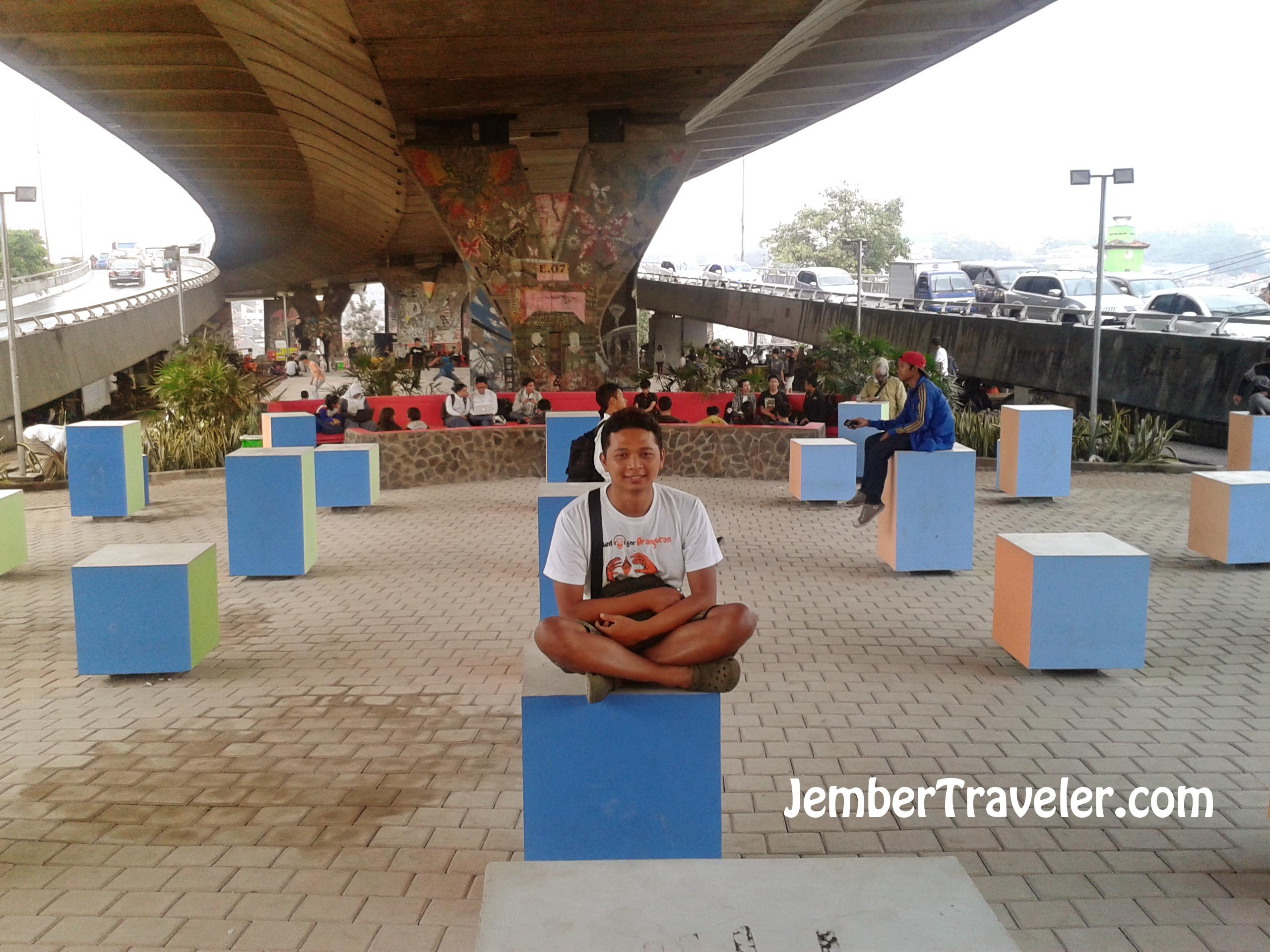 Taman Jomblo Dan Nasi Bambu Bandung Jember Traveler