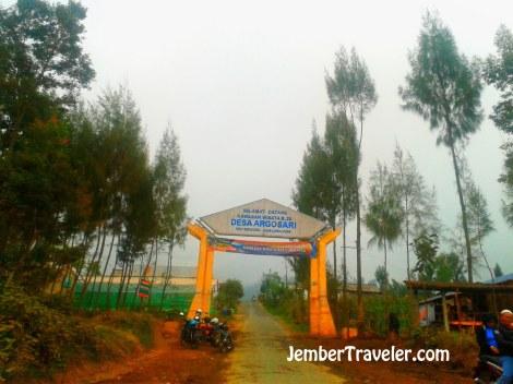 Gerbang masuk Desa Argosari