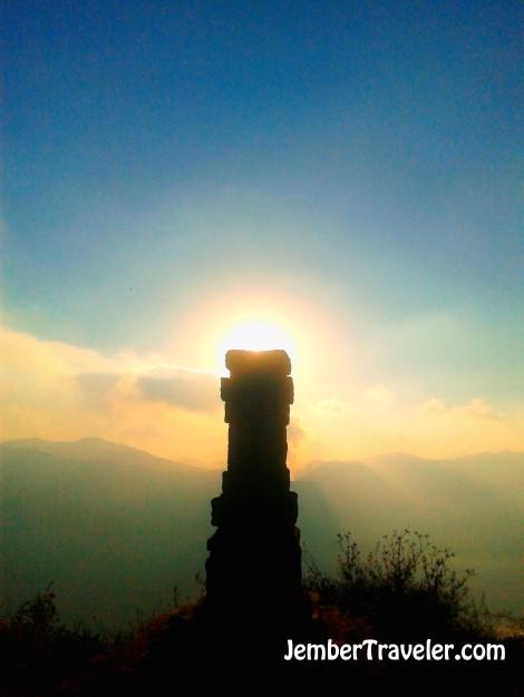 Pura Suku Tengger yang menghadap Gunung Bromo