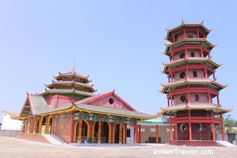 Masjid dan pagodanya