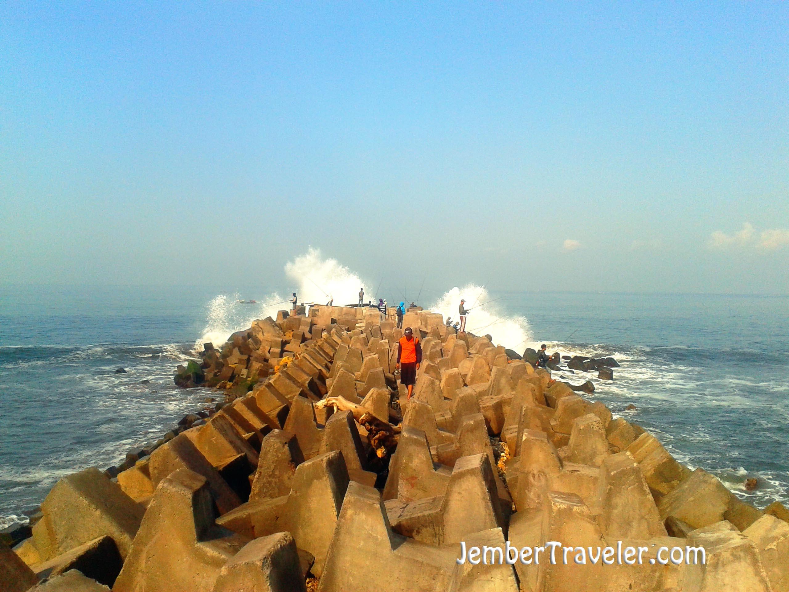 Pantai Pancer Jember Wisata Si Pemecah Ombak Jember Traveler