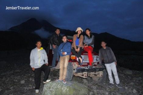 Rombongan lava tour